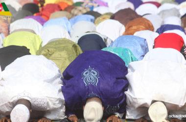 Les musulmans en rassemblement de prière