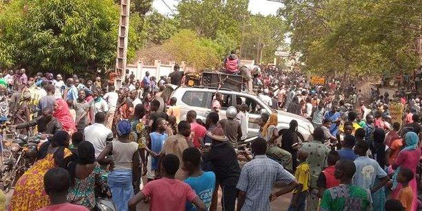 Les discussions entre les principaux protagonistes de la crise sociopolitique, que traverse le Mali, se poursuivent. Mercredi 24 juin 2020, les représentants des différentes organisations diplomatiques et sous régionales ont échangé avec les leaders de la coalition M5-RFP. Cette rencontre fait suite à celle tenue à la veille (mardi) entre le pouvoir et les responsables du mouvement contestataire.