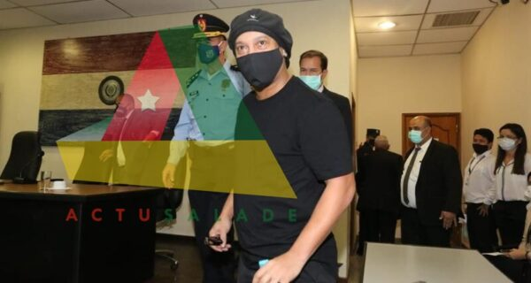Le joueur brésilien Ronaldinho retrouve la liberté