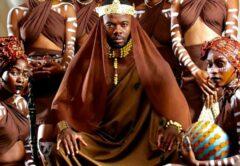 Côte d'Ivoire : clip du nouveau morceau «L'élu», DJ Kerozen s'affiche avec des filles vierges (photo)