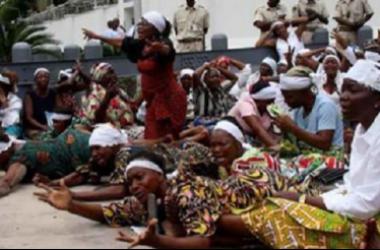 en quête de maris, ces femmes célibataires demandent au Président de libérer les prisonniers