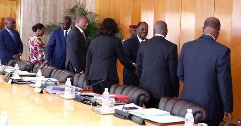 """Cote d'Ivoire : Patrick Achi malade, Ouattara fâché, le """"Conseil des ministres annulé"""", une scène à l'image du célèbre film africain « Panique au village »"""