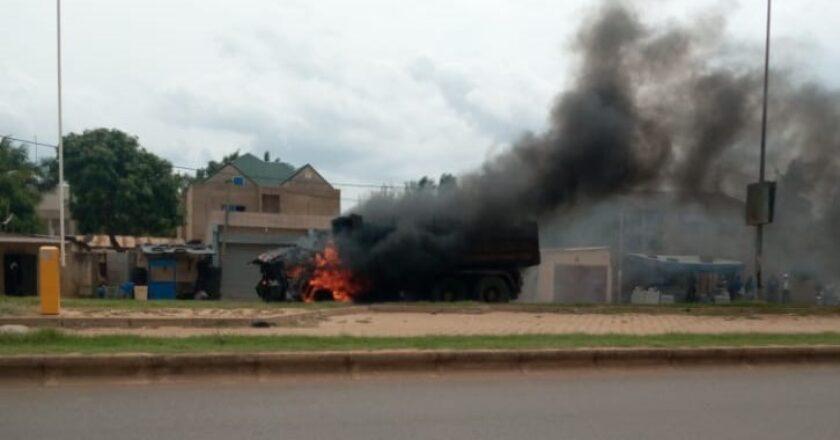 Togo/ Urgent : un camion benne prend feu sur le tronçon 2 lions - Assiyeyé