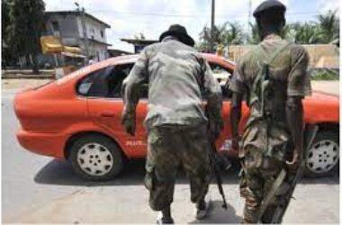 un Procureur se déguise en passager et surprend des policiers et gendarmes