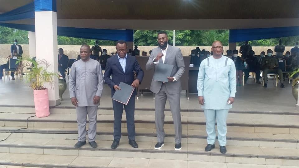 : « le développement de chaque pays se réalise grâce aux impôts », Emmanuel Adébayor devient ambassadeur de l'OTR