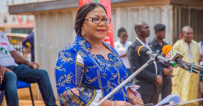 dépassée par des opinions négatives, la première dame décide de rembourser ses allocations perçues auprès de l'Etat