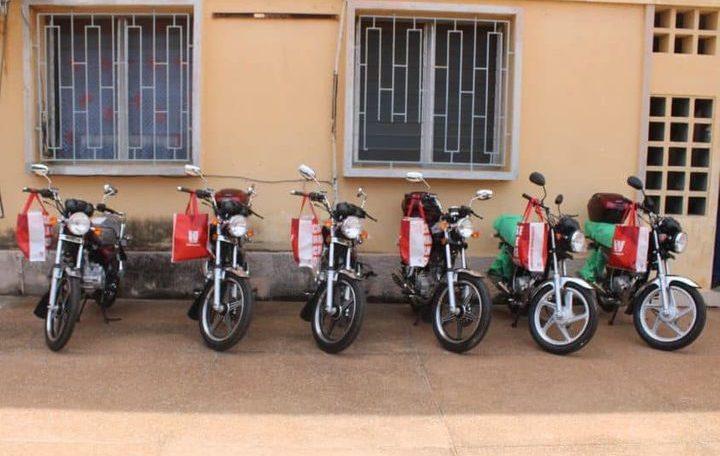 la France offre 6 motos Haojue à la Police nationale, la toile en ébullition
