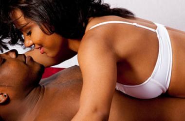 Mesdames voici 9 techniques pour rendre votre homme dingue au lit
