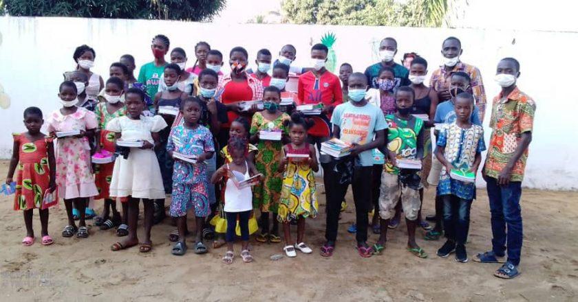 l'Association JSET soutient les enfants démunis dans le canton d'Adétikopé pour une bonne rentrée scolaire