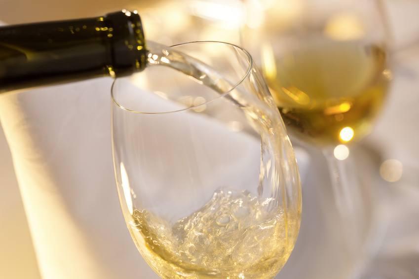 des spécialistes venus du Togo et du Bénin organisent une formation pratique sur la production du vin blanc