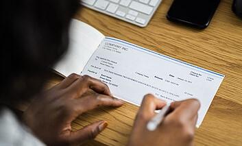 Un député délivre un chèque sans provision pour dribbler son partenaire d'affaire