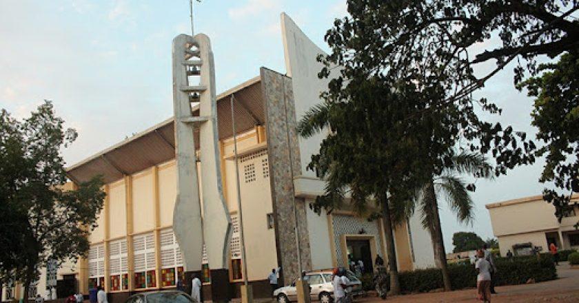 le gouvernement autorise la réouverture des Eglises et invite les responsables à la sensibilisation